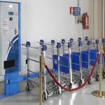 Fiumicino, polemica sui carrelli bagagli: a 2 euro «E' un furto»